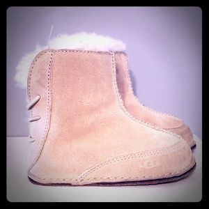 UGG boo boots - toddler sz: Large 6/7, sand